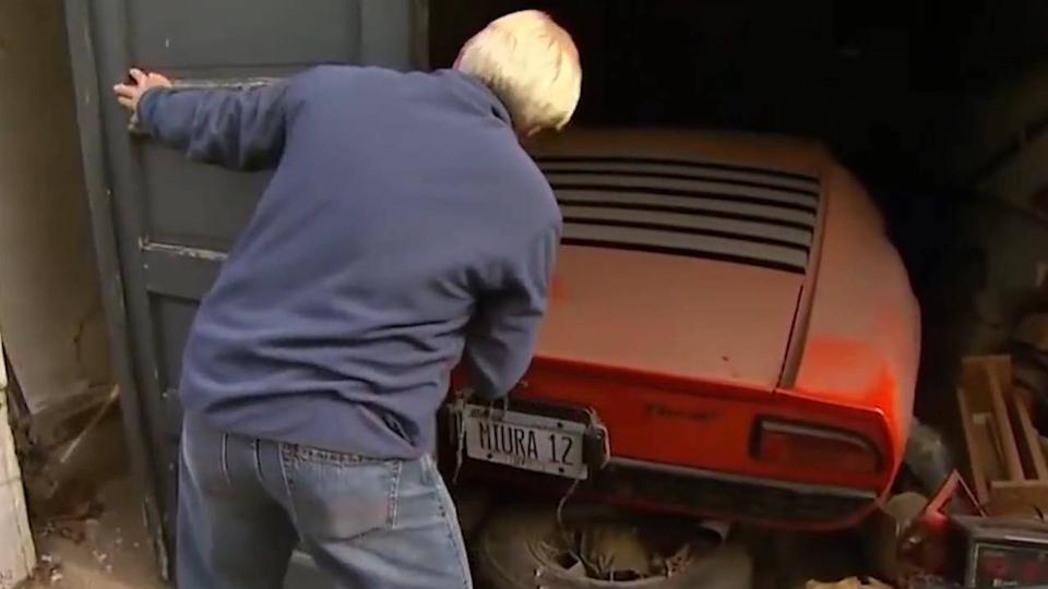 72岁大爷找回30岁买的兰博基尼,打开后备箱时,众人被惊艳到了
