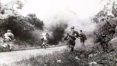 都是不怕死,为何差别这么大?美军咒骂日军,却称志愿军为英雄