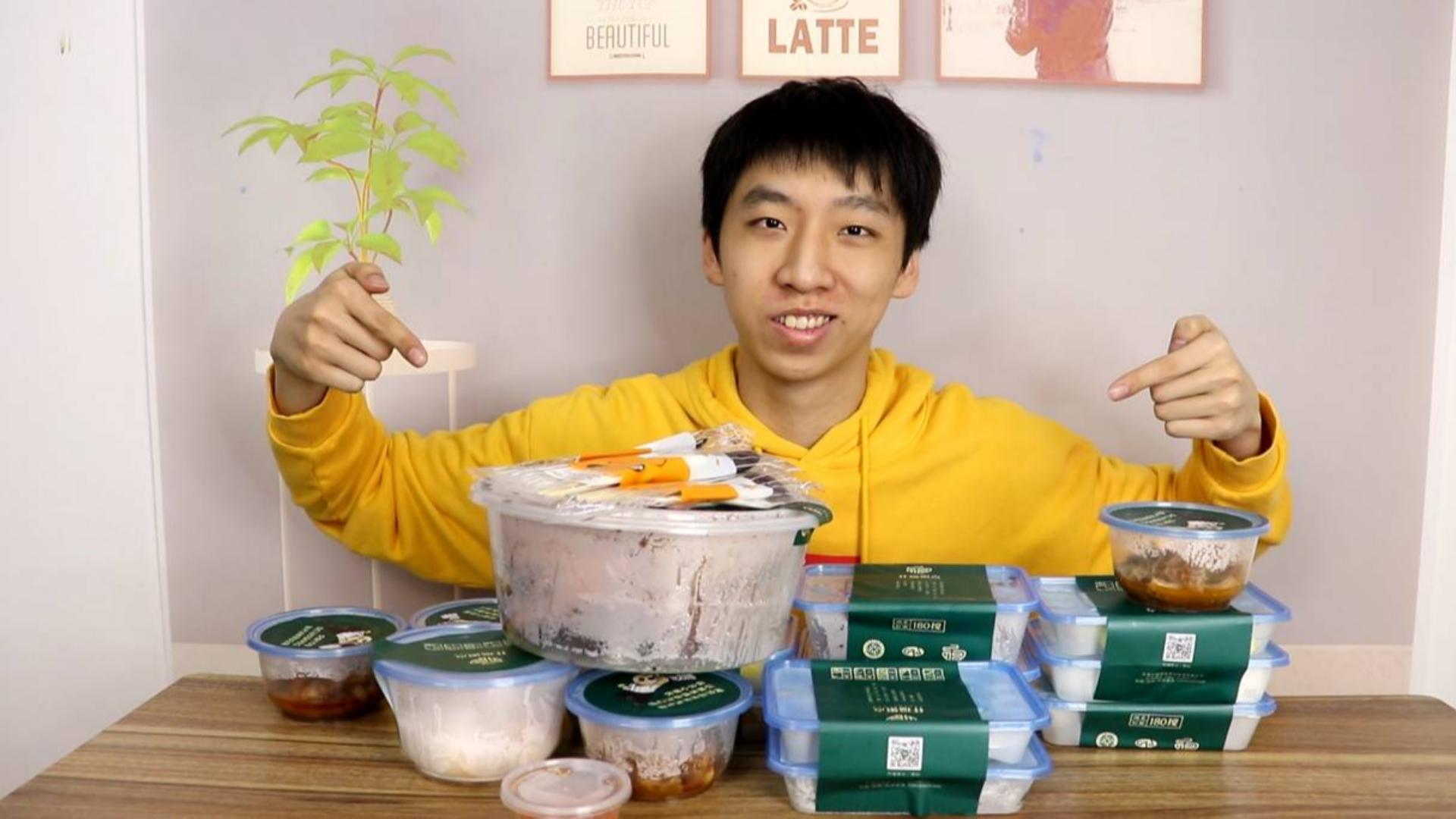 广东早茶什么点心最好吃?小伙直接一次性全点完尝试下!