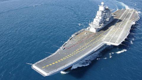 印度海军野心勃勃要开建第二艘航母,网友:先给烂尾的第一艘建完