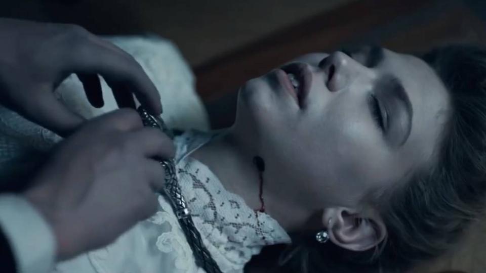 谷阿莫:5分钟看完美女送上门的知名小说改编电影《果戈里·复仇》