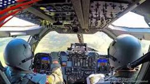 B-1B枪骑兵低空飞行驾驶舱与模拟器视角