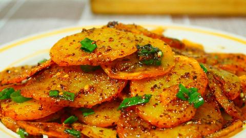 土豆新做法,出锅比吃肉还香,鲜香麻辣,做法简单,出锅就秒光