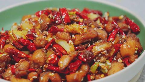 辣子鸡的家常做法,掌握好这几个步骤,做出来的辣子鸡香辣美味