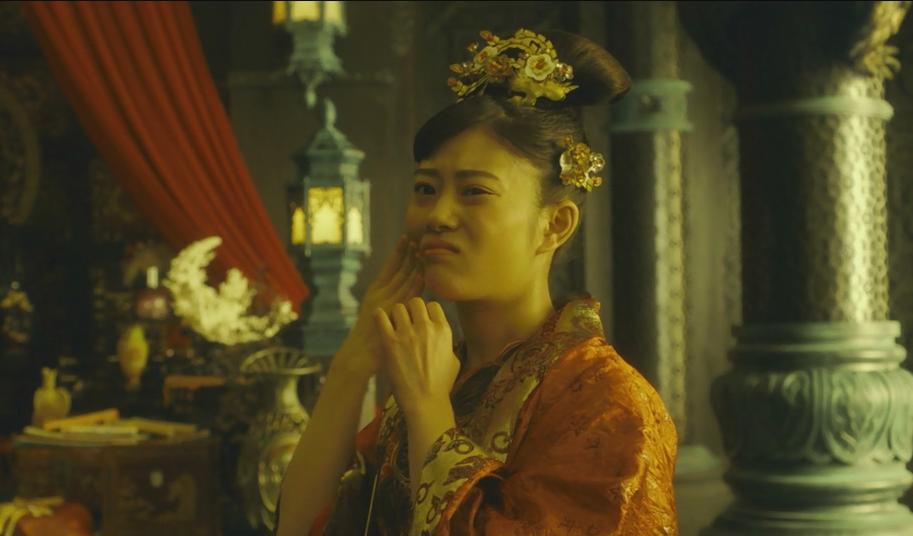 日本女孩嫁到一个神奇的小镇,不小心摔了一脚后把灵魂都摔了出来