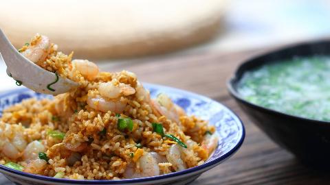 厨男王一刀:营养与美味共存的虾仁炒饭和蔬菜羹,做法简单