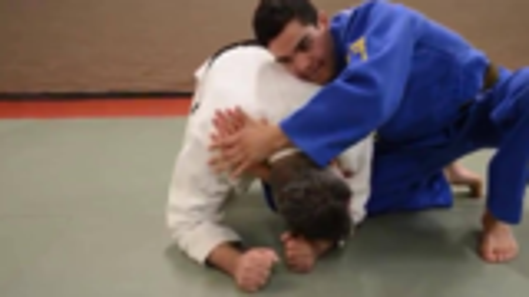 柔道选手在比赛中用到的颈部锁技,一起来学学!