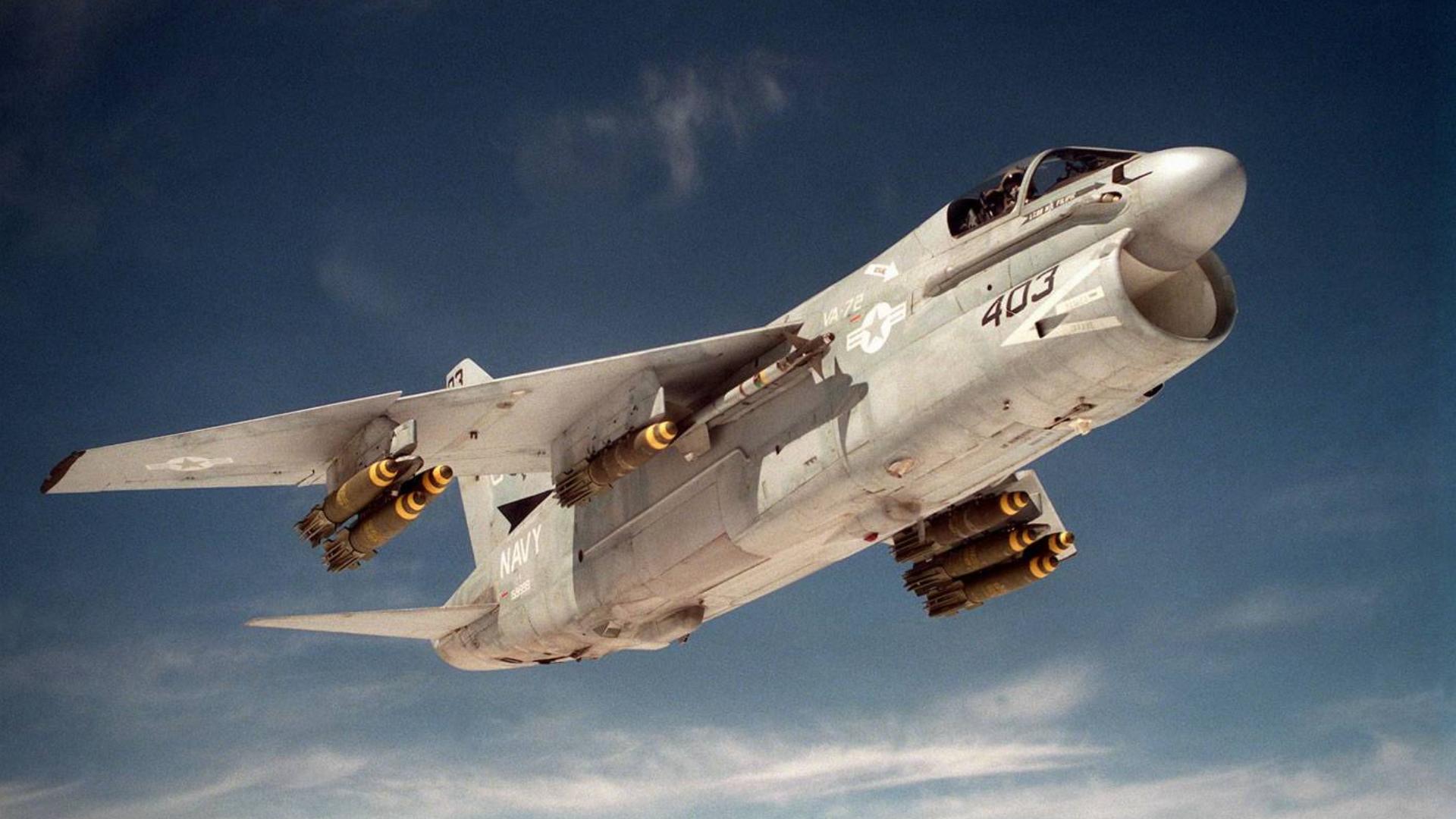 【讲堂511期】长相奇特的A-7海盗2攻击机,咧着大嘴,却是不好惹的主
