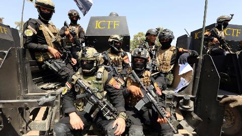 战神附体!胡塞武装摸哨反被干翻,沙特士兵以一敌六打起肉搏战!