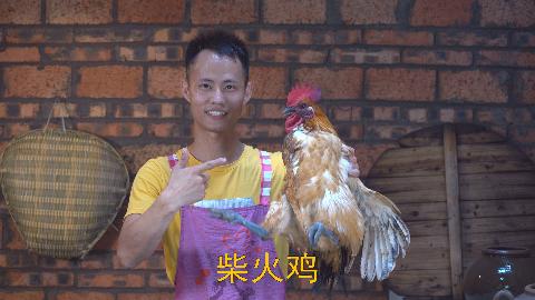 """厨师长教你:""""柴火鸡""""的农村做法,柴火慢烧味道入骨,菜如其名"""