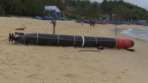 越南富安省一渔民在海中捞到一枚中国鱼雷