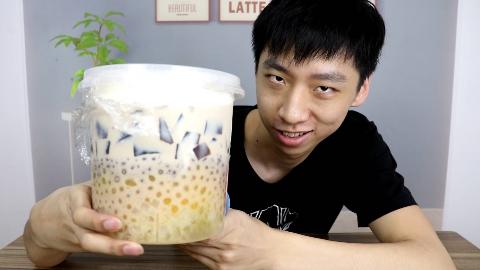 """加料100元的奶茶是什么样的?老板直接拿""""桶""""装!"""