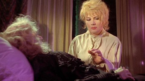 【奥雷】护士在为死者入殓时财迷心窍 竟盗取了死者身上的财物《黑色安息日》(下)+《魔界奇谭7》3