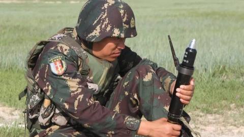 酷炫新玩具!解放军单兵榴弹发射器曝光 外形酷似掷弹筒
