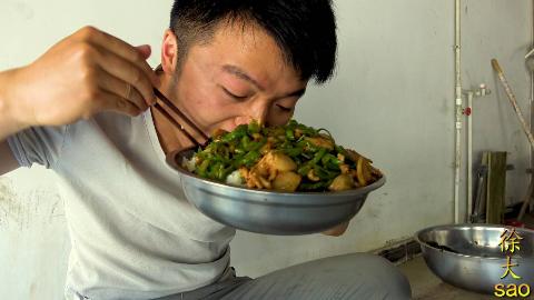 一斤辣椒,四斤河蚌,大sao做辣炒蚌肉,一盆菜一斤饭,真过瘾