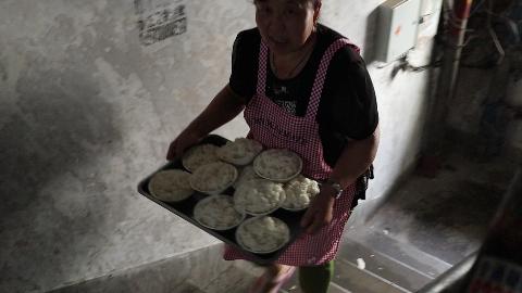 哈尔滨名气超大的小饭馆,藏在破旧老楼里,没有人带根本找不到!