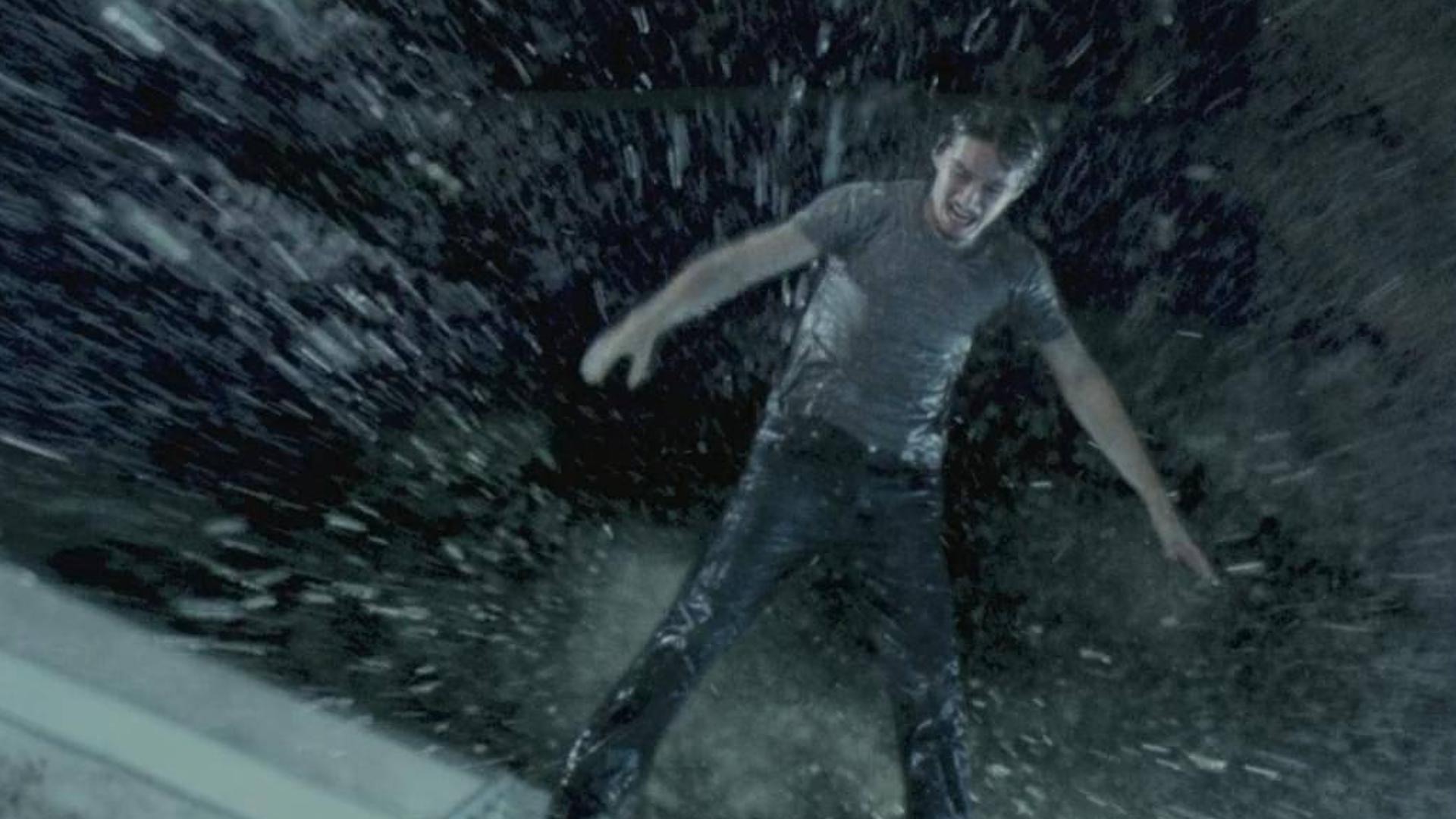 【度度】身边的朋友一个个相继自杀,背后到底隐藏着什么大隐情,《鬼影》2004年高分恐怖神作