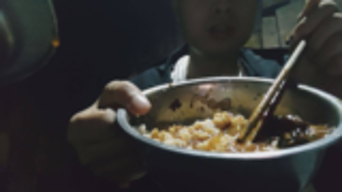 火锅料拌米饭,爬了八小时的山路,又冷又饿,两盆拌饭下肚,真爽