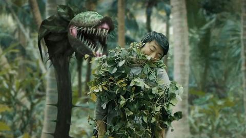 小伙来到荒岛,被巨型食人花袭击,发现其藏着长生的秘密