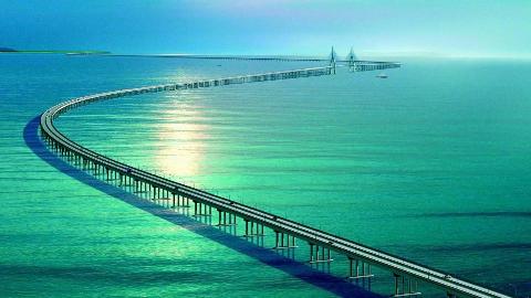 海水那么深,港珠澳大桥的桥墩是怎么建造的?看完涨知识了