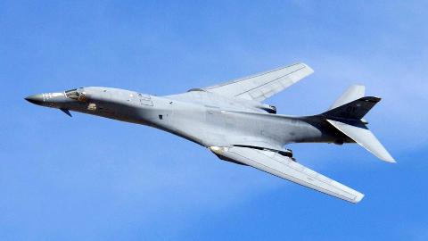 【铁肩IRON BONE】第4期:枪骑兵团 -- B-1B轰炸机