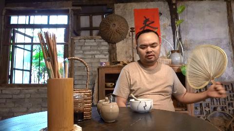 胖胖的山头Vlog『今天不想做饭,进城吃顿好的』