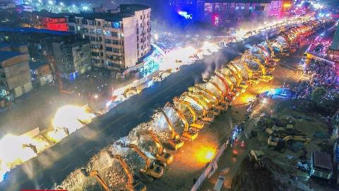 外国人30天搞不定的工程,中国一夜拿下,外媒:这就是中国速度!