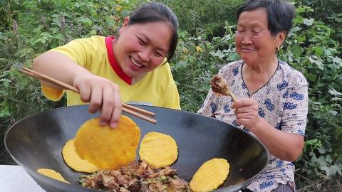 4斤小公鸡,配上6块贴饼,祖孙2人围着锅边吃,奶奶算吃过瘾了