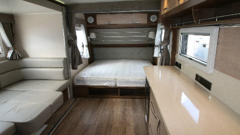 【环球商务房车】8米营地房车,单拓展。豪华大床款,2.2乘2米超大双人床!.MP4
