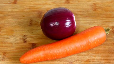 胡萝卜加洋葱,教你新做法,出锅给肉不换,吃一次就念念不忘