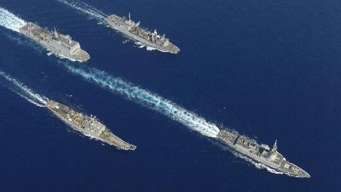 """""""我舰奉命撞击你舰!""""8000吨巨舰突然冲进舰队中央:航母都拦不住"""
