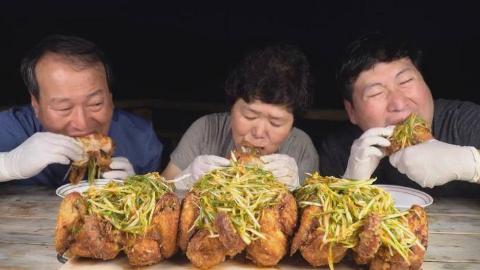 中字:韩国兴森一家人,吃3只葱炸鸡,大口啃肉,吃的一个比一个香
