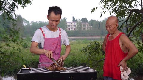 兄弟家的竹鼠到了四川不适应,只能做成烤竹鼠了,别说味道很不错