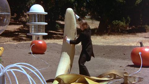 未来世界基因变异,一支香蕉长得比人还高,一部喜剧科幻电影
