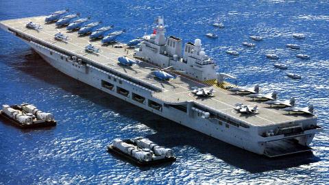 满排40000吨!吨位接近辽宁号:国产巨舰或成指挥舰