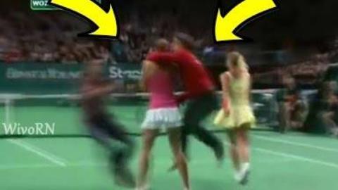网球场最疯狂的入侵者:裸跑,亲吻的球员,更多更多