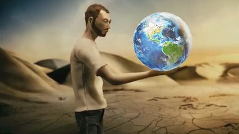 小伙一觉醒来后,发现自己成了上帝,因为手里拿着一颗地球