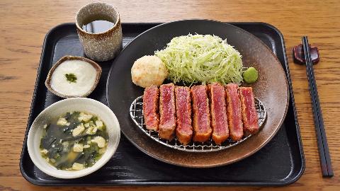 用39元的牛肉,能做出天天排队的日本网红炸牛排盖饭吗?