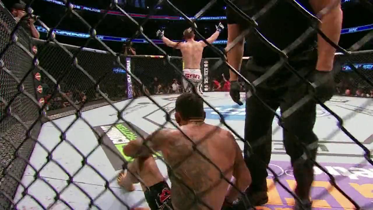 UFC:小鹰 哈比卜-努曼格莫多夫 VS. 拉斐尔-多斯-安乔斯