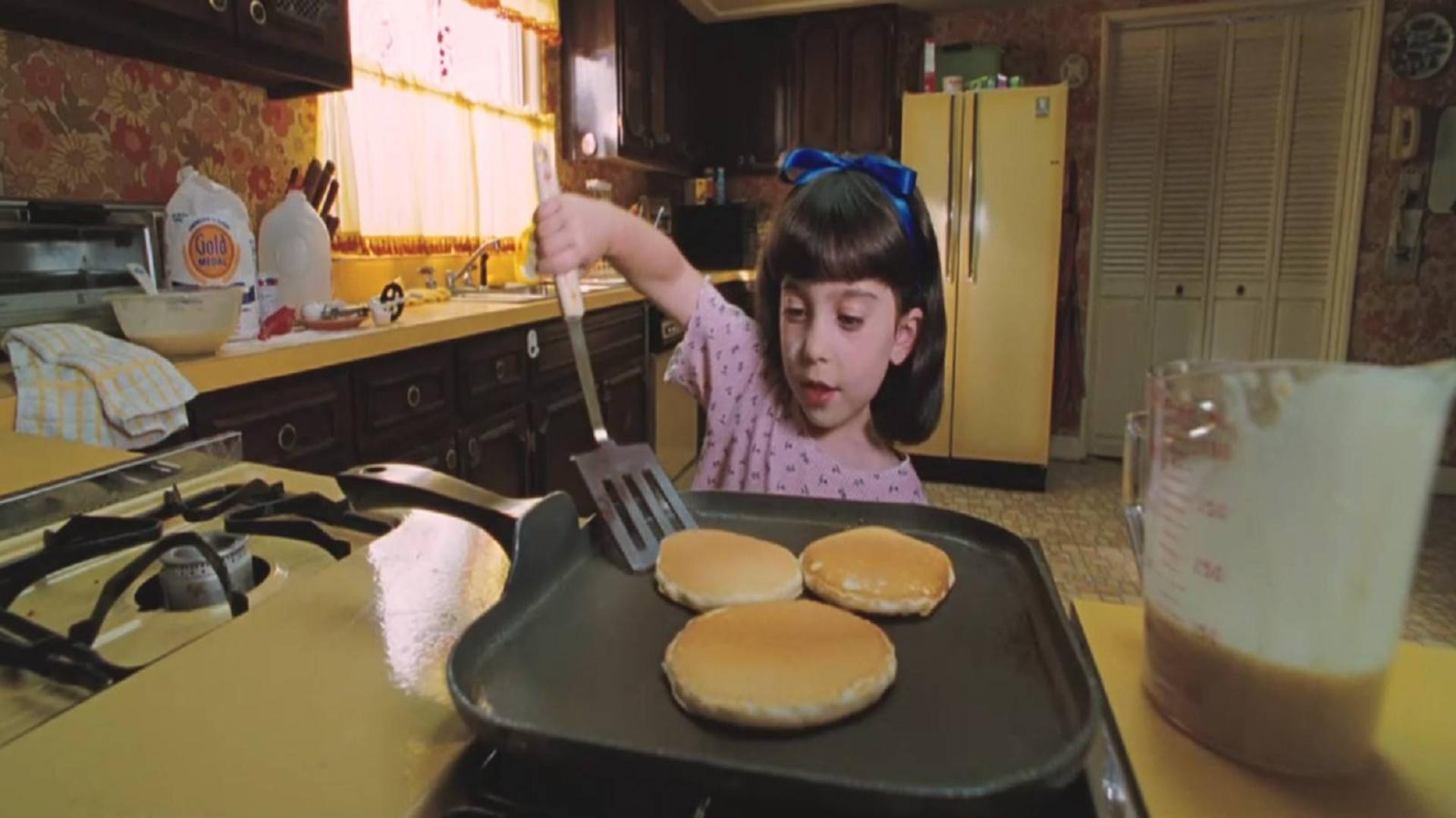 女孩被爸妈视为空气,4岁就开始自己做饭,最后却长成了天才