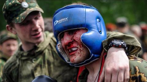 俄罗斯特种部队新兵必经的格斗洗礼,也能看出新兵和老兵的差距!