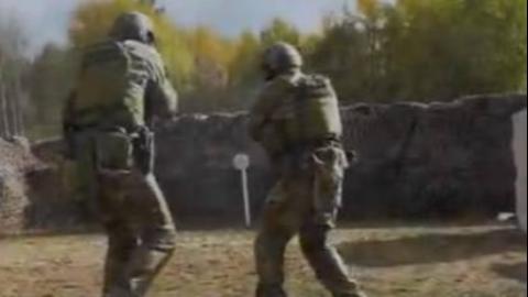 【真枪实弹互射】俄SSO特种部队靶场做反恐处突表演