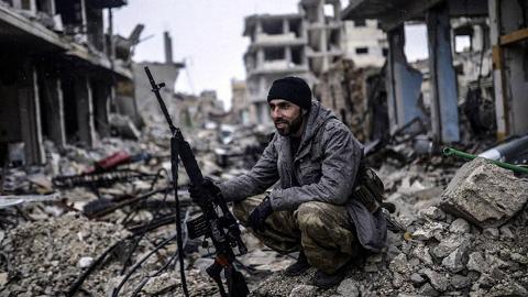 【点兵981】叙利亚传奇狙击手独守孤城:毙敌人数超过250人,终于迎来胜利