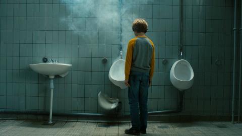 小男孩被变异蚂蚁咬后,尿液变成了腐蚀硫酸,一部科幻喜剧电影