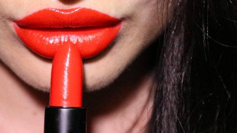 纪录片.BBC.棕榈油:化妆品的大秘密.2019[高清][英字]
