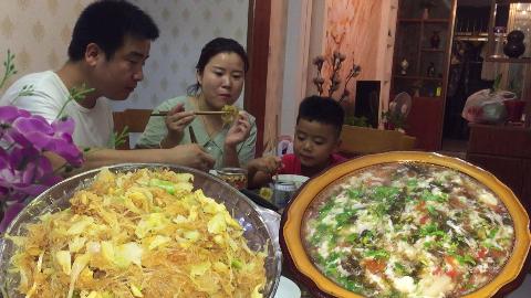 家庭版包菜炒粉丝,番茄鸡蛋汤,养胃又健康,非常好吃