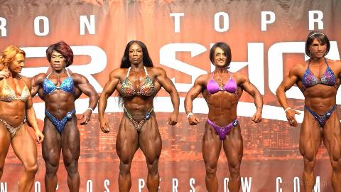 2019 IFBB 国外健美比赛上的肌肉猛女