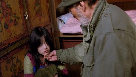 六十岁老人捡到个十六岁萝莉——解说电影《弓》