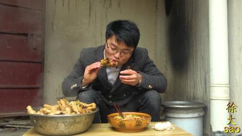十斤麻辣羊蹄,一盆格拉条,大sao两头蒜开胃,吃过瘾