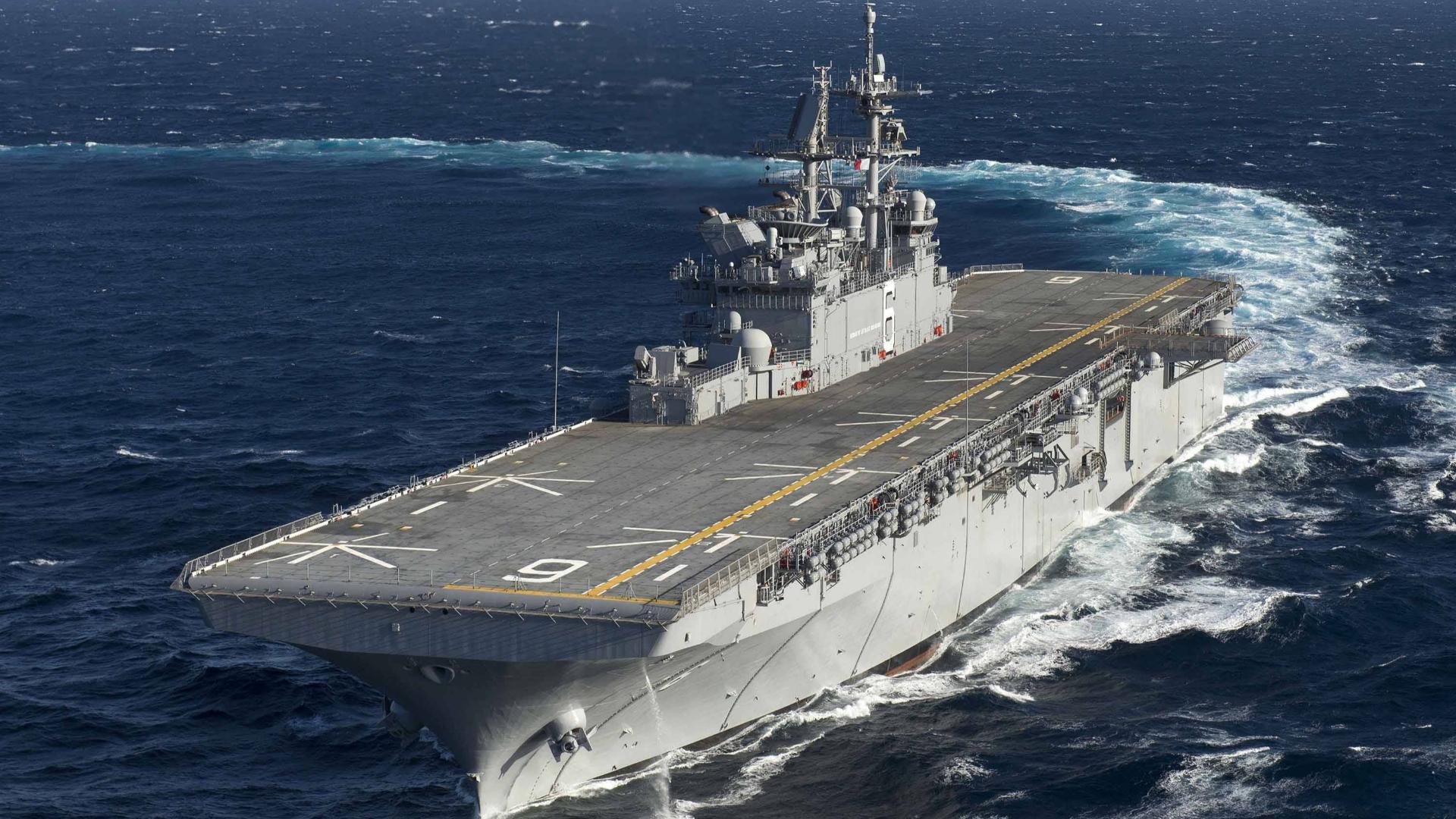 """美国在日本又部署一艘""""航母""""?世界最强两栖攻击舰威胁有多大?"""